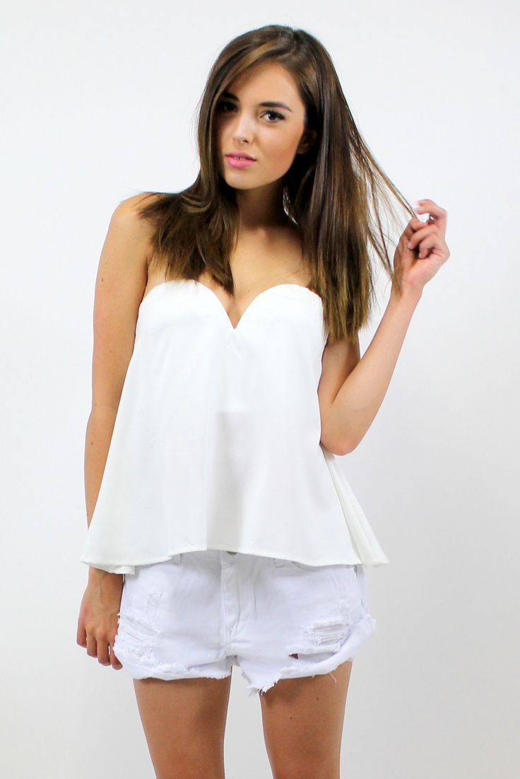 DAPHNE SWEETHEART TOP WHITE  STYLE DETAILS:  White peplum fit bustier top  Sweetheart shaped neckline Hidden zipper at back Flattering fit around chest  FIT DETAILS:  Comfortable fit  Slight stretch around upper waist Standard Australian sizing Loose fit from waist to hips  STYLING:  This top is a perfect addition to any summer wardrobe Style with a favourite pair of denim shorts or a midi skirt for a conservative summer look