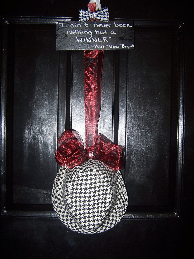 Alabama Crimson Tide Houndsooth Door Hanger. $35.00, via Etsy.  (Love, Love, Love)