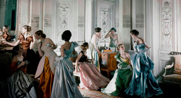 Set fotografico, abiti di Charles James, 1948. Courtesy of The Metropolitan Museum of Art. Fotografia di Cecil Beaton, Beaton / Vogue / Condé Nast Archive. Copyright © Condé Nast.