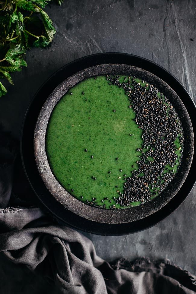 Creamy nettle soup - hormone balancing and detoxifying properties #vegan | TheAwesomeGreen.com