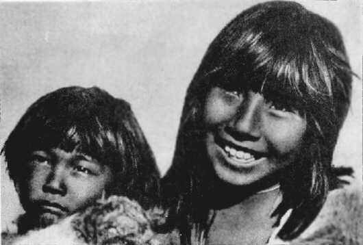 Selk'nam girl, Covadonga, and her little brother