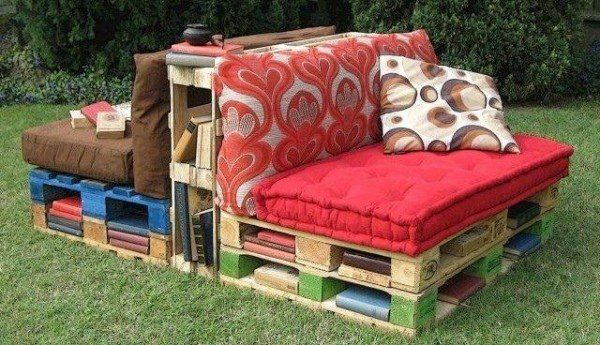 Pallet outdoor reading corner  #Books, #Pallet, #ReadingCorner, #Sofa
