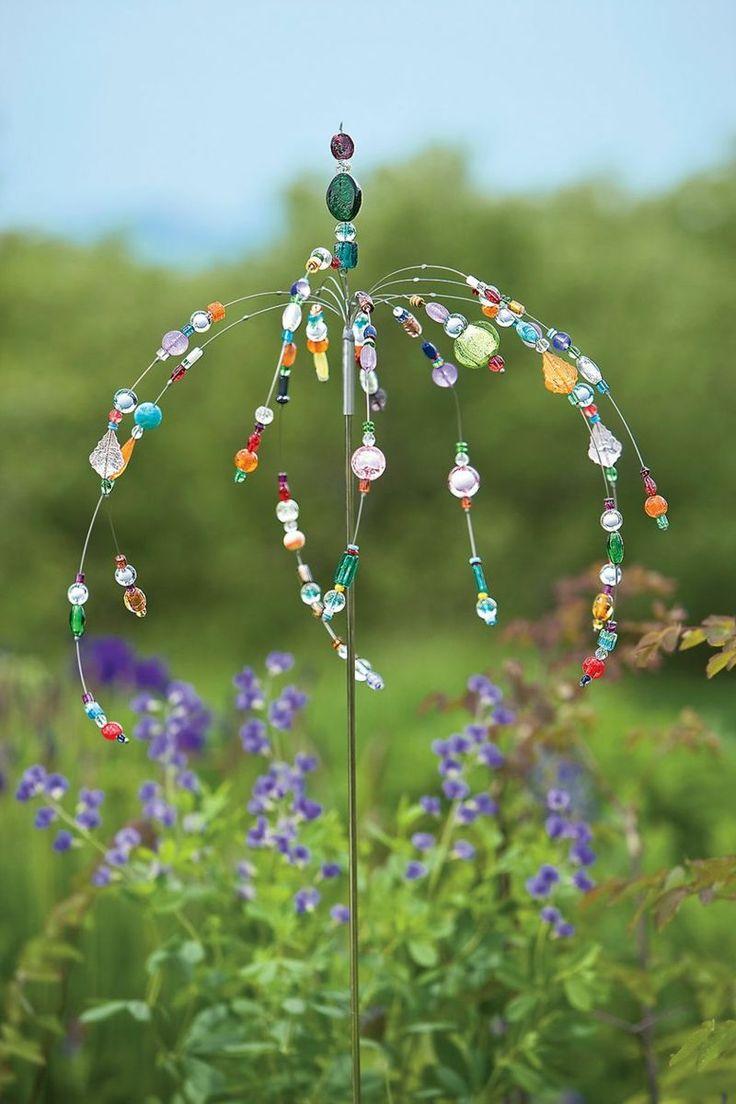 Für die Gartenstecker können Sie Draht und Perlen verwenden