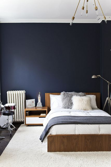 Michelle Jame's Apartment by Nicole Franzen Photography, via Flickr Love the blue walls