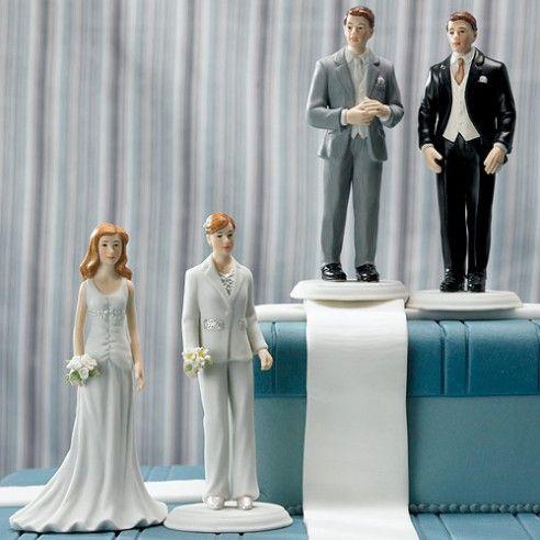 Deze handgeschilderde porseleinen taarttoppers maken jullie bruidstaart helemaal af! Kan je niet goed kiezen? Stel dan je eigen bruidspaar samen met deze individuele taarttoppers. De taarttoppers zijn uiterst gedetailleerd en met de meeste precisie afgewerkt.
