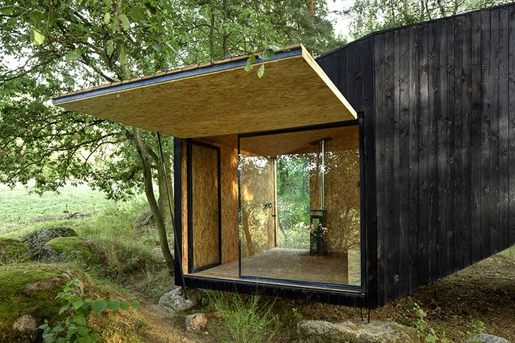 Entry to forest retreat on boulder by Uhlik Architekti