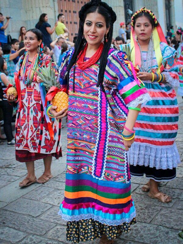 Trajes tipicos en Festival Flor de Piña, Mexico | TEXTILES ...