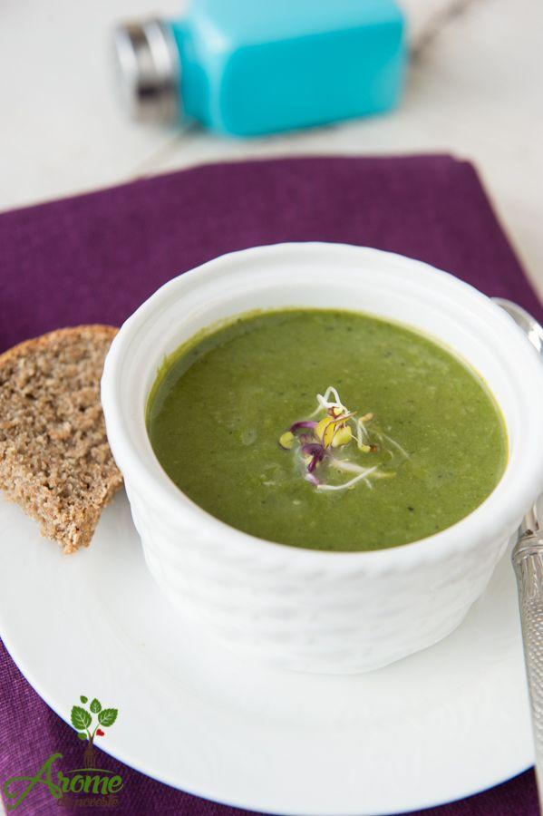 Supa crema de spanac cu mazare si menta este o supa fina si delicata.