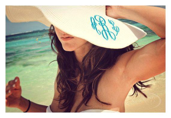 Floppy Beach Hut bestickt von AddieBelleBoutique auf Etsy