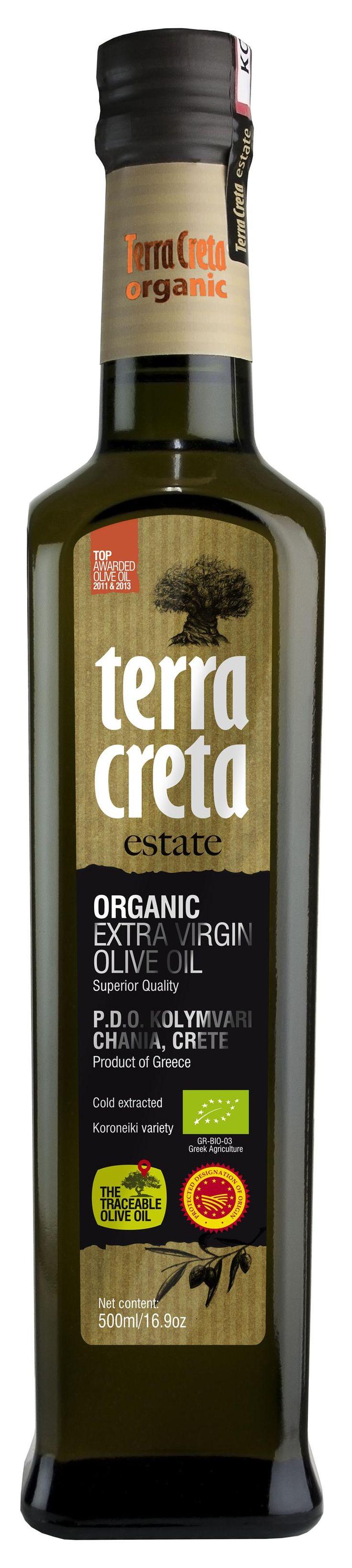Terra Creta - Estate Luomu Extra-neitsytoliiviöljy 500ml.  Pehmeä extra-neitsytoliiviöljy, jonka hedelmäinen maku sisältää houkuttelevia lämpimän voin aromeja  Kaikki orgaaninen viljely-ja tuotantoprosessissa saatava tai erottuva aine kierrätetään takaisin luontoon. Oliivinlehdet annetaan lähikylien lampaiden rehuksi; oliivien pesuvesi palautetaan tarhoihin kasteluvedeksi ja oliivinkivet käytetään polttoaineena, jolla lämmitetään tuotantolaitoksen käyttövesi.