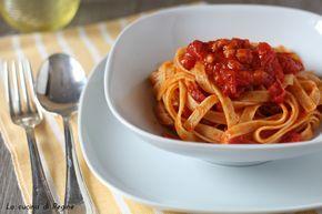 Tagliatelle pomodorini e pancetta, un primo piatto gustose e di facile esecuzione, il sapore dolce dei datterini si sposa bene con la pancetta affumicata
