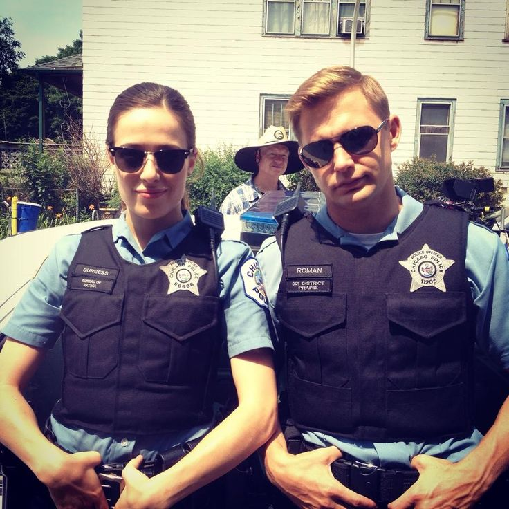 Who is burgess dating on chicago pd