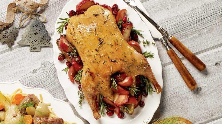Canard entier aux pommes, au miel et aux herbes fraîches