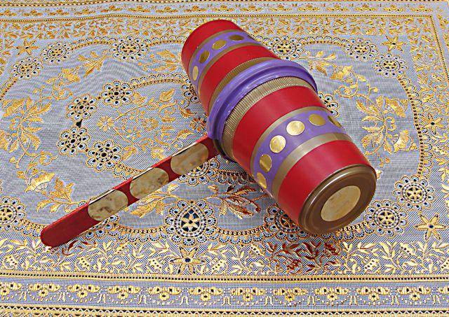 Purim History and a Fun Purim Craft!