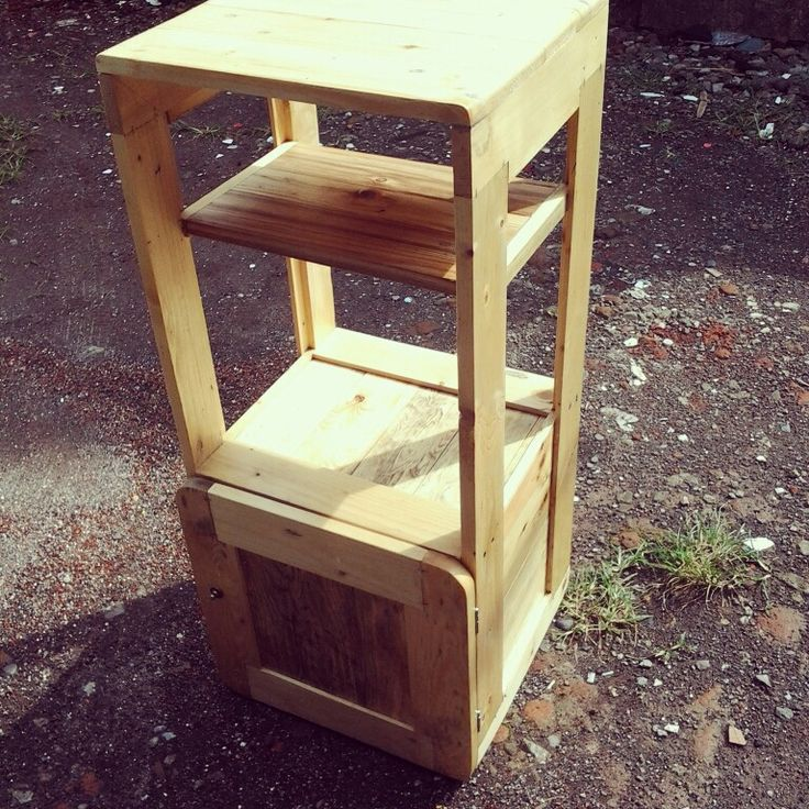 Reclaimed pallet into mini booth