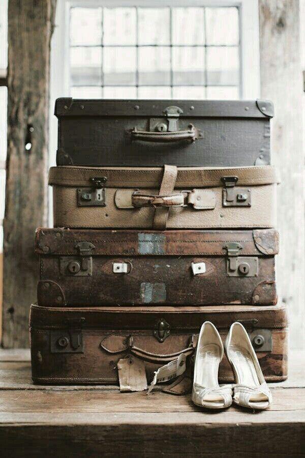 Gotta love it! <3 In de winkel en webshop van Brocantiek de Linde vind je altijd een uitgebreid en steeds wisselend aanbod oude koffers en vintage hutkoffers! www.brocantiekdelinde.nl