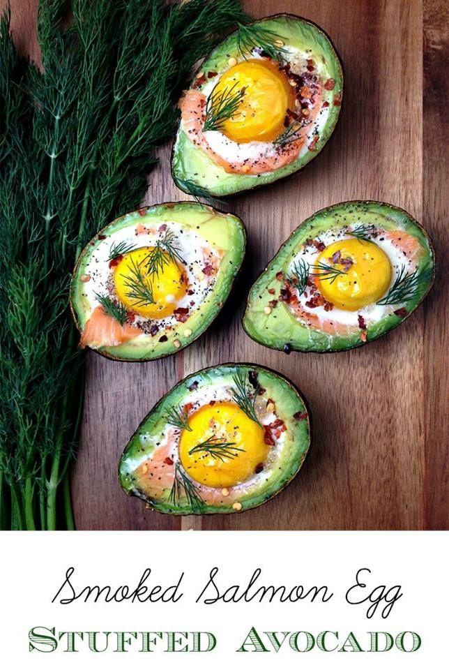 AVOCADO-EI-ZALM Wat heb je nodig?  • 1 avocado • 2 eieren • Zalm • Kruiden • Himalaya zout  • Verwarm de oven voor op 220 graden. Snijd de avocado door midden en doe een plakje zalm en een rauw ei in het rondje van de avocado, maak het gat eventueel wat groter. Doe dit een paar minuten in de oven, ligt er maar net aan hoe je je eitje wilt hebben, houdt het om de 2 minuten even in de gaten. Besprenkel met himalaya (of keltisch) zeezout en kruiden naar smaak  Healthy Lifestyle Facts
