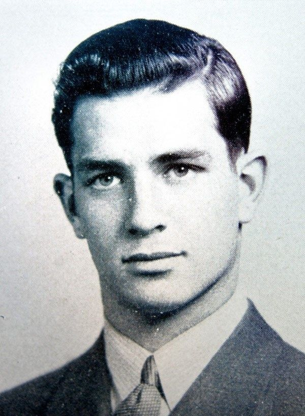 24 Photos Of Famous Authors When They Were Coming Of Age