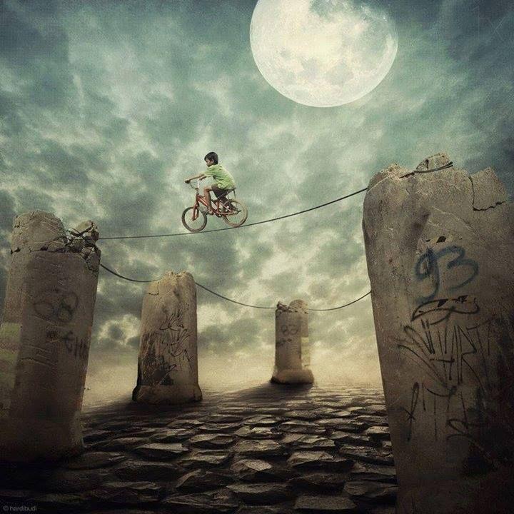 Menino  vai fundo até encontrar o seu sonho,mesmo que seja andando em uma bicicleta !É preciso as vezes arriscar,busque! sei que há de encontrar o mais belo que já virá, em tudo que encontraste nesta aventura de viver porque sem sonho o que somos? caminho com ou sem bicicleta,mas sempre sigo minha direção,se ela muda vou com ela, mas nunca paro de sonhar… By Izabela Humberg