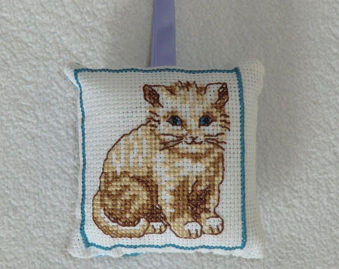 Petit Coussin Senteur Lavande - En tissu coton - Brodé Chat tigré marron blanc - Décoration murale d'intérieur - Fait main - Idée cadeau