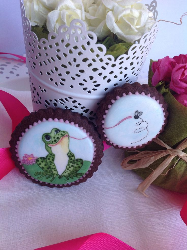 Frog and fly Painted royal icing cookies