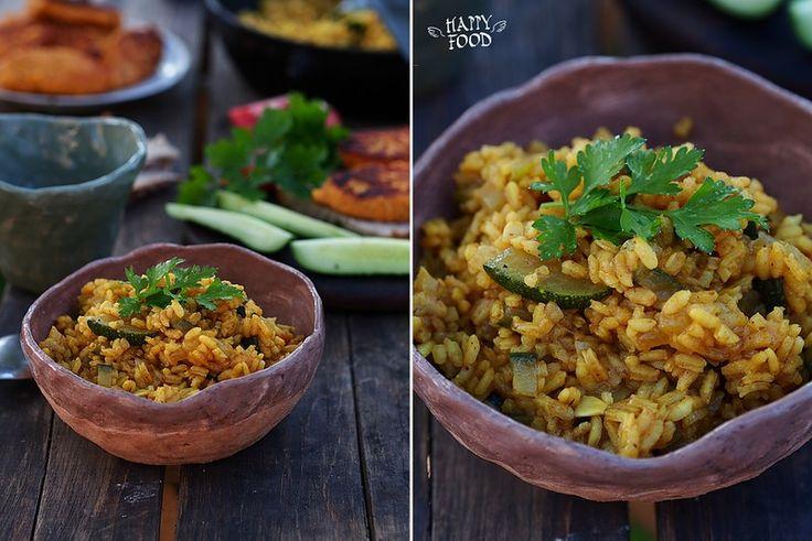 Ароматный рис с карри и кабачком - HAPPYFOOD