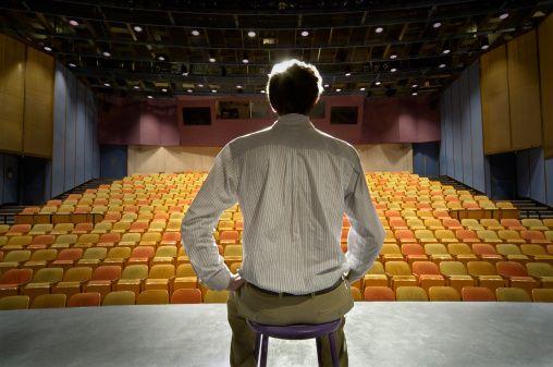 Il teatro è una scuola che ti insegna a pensare pulito, ecco perché ogni bambino dovrebbe fare un corso. http://www.motelospiegoapapa.it/2017/04/18/il-teatro-per-bambini-una-scuola-che-ti-insegna-a-pensare-pulito.html