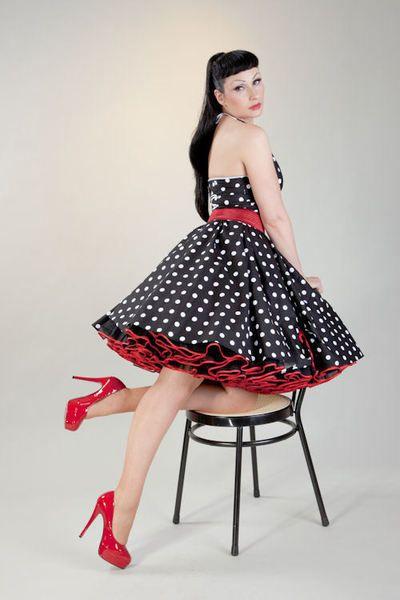 Einteiliges Kleid mit Punkten Dazu passt ein Petticoat und ein Stretchgürtel. Diese bitte hinzubestellen. Das Kleid kann an heißen Sommertage...