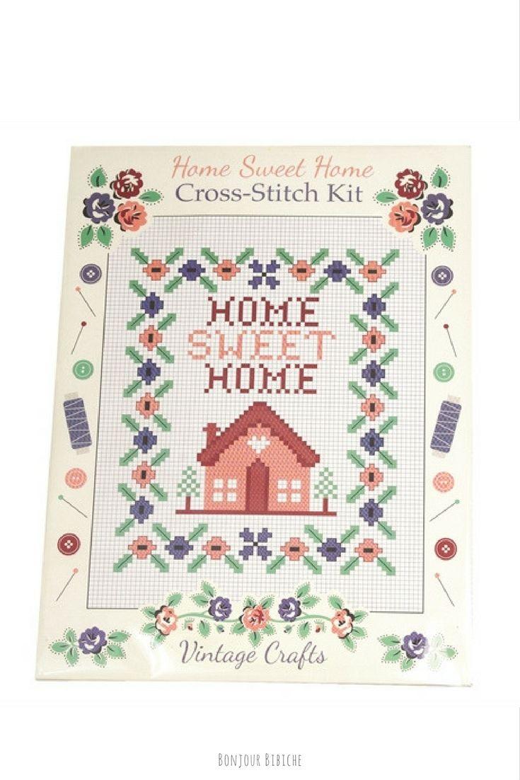 Home Sweet Home! Un joli kit de broderie pour s'initier au point de croix. Un petit cadeau original et rétro à offrir à la pendaison de crémaillère d'une amie créative fan de DIY ! Le set est en vente sur la boutique en ligne de @bonjourbibiche <3 Happy Shopping ! #cadeau #cremaillere #broderie