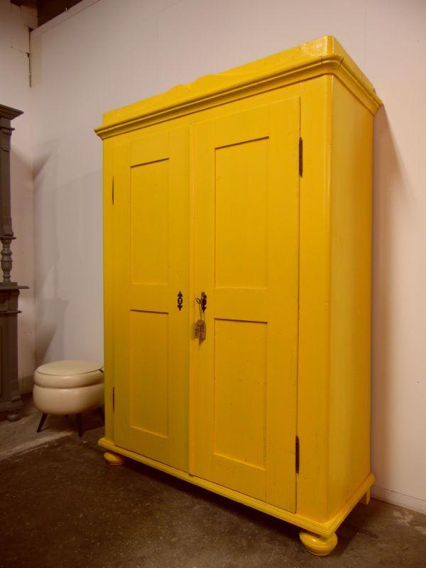 Oude gele kledingkast 49 | Kast in Kleur