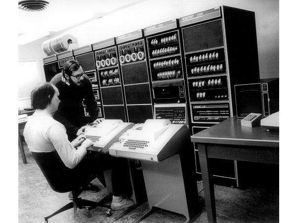 Ken Thompson and Dennis Ritchie    Ritchie (standing) and Thompson work on Unix at a PDP-11/20 at Bell Labs.