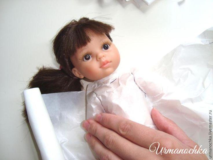 А любите ли вы играть в куклы? Почти все девочки просто обожают играть в куклы, делать им необыкновенные прически и наряжать в прелестные одеяния! Даже уже взрослые 'девочки' бывают совсем неравнодушны к этим милейшим созданиям. Я предлагаю вам мастер-класс при помощи которого, вы сможете сшить прелестное платье для куколки, будь то куколка вашей дочери, внучки или племянницы, или, что тут…