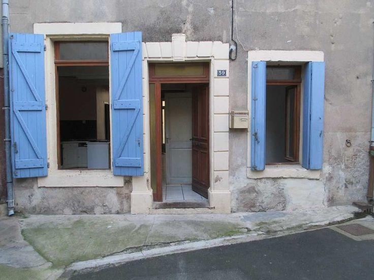 Appartement, dans petite maison, de 50 m² habitables en RDC composée d'un salon/séjour avec cuisine aménagée et équipée de 27m², d'une salle de bain, d'un WC et d'une chambre de 11m².