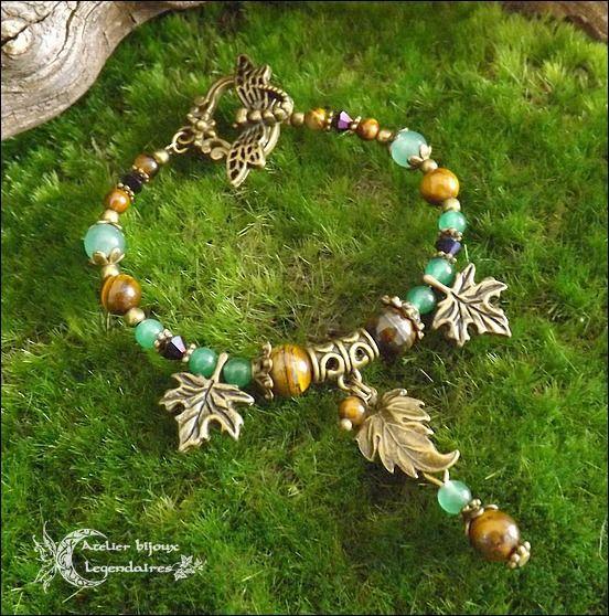 Bracelet féerique, en Oeil de tigre, Aventurine verte, cristal, feuilles et libellule bronze *Le chant des bois* : Bracelet par atelier-bijoux-legendaires