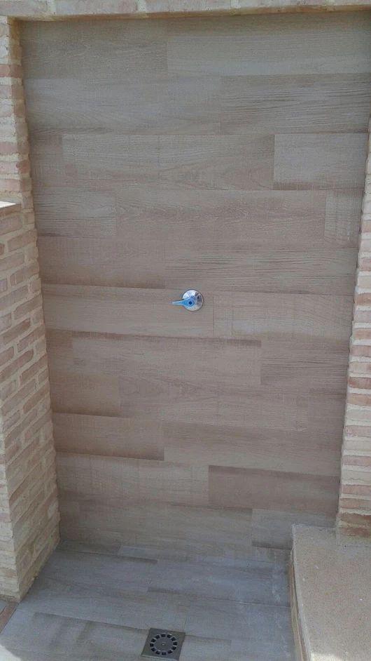 encuentra este pin y muchos ms en azulejos especiales para piscinas tile trim pieces for swimming pools de exagres