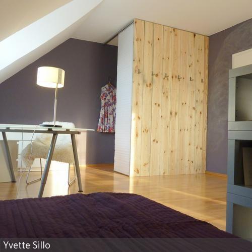 """Begehbarer Kleiderschrank eines Jugendzimmers, das im Zuge der Fernsehserie """"Die Einrichter"""" umgebaut wurde. …"""