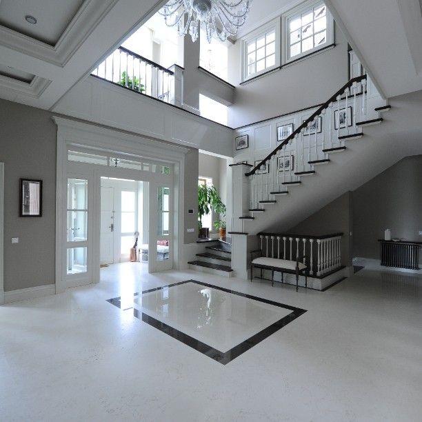 О чем может говорить хороший костюм, белая рубашка и элегантные туфли? Уважение, хорошие манеры и честолюбие. Так и холл вашего дома снисходит уважением к гостю и дарит радостное ощущение, что ты дома.  #ADWorkshop #homeliness #interiors #interiordesign #architecture #interior #decoration #home #design #elite #habitat #fineinteroirs #designer #decorator #woodworker #дом #интерьер #традиционный #стиль #классика