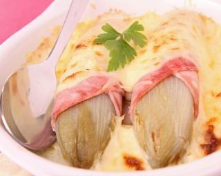 Gratin d'endives au jambon et au fromage blanc : http://www.fourchette-et-bikini.fr/recettes/recettes-minceur/gratin-dendives-au-jambon-et-au-fromage-blanc.html