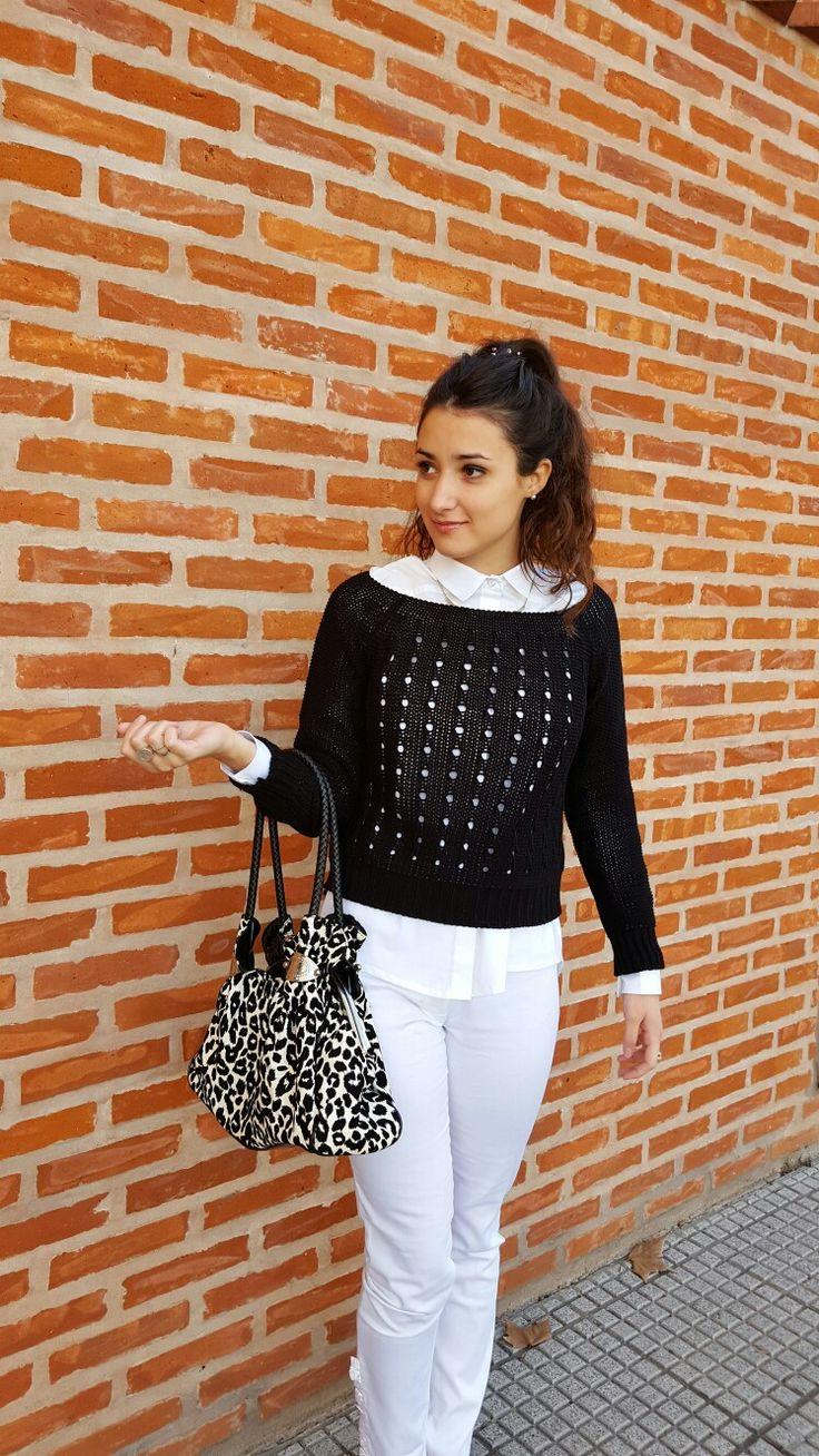 Outfit de Si chiama Paolina Pantalón Palermo $360+Camisa Alma $470+Sweater Sofia $320