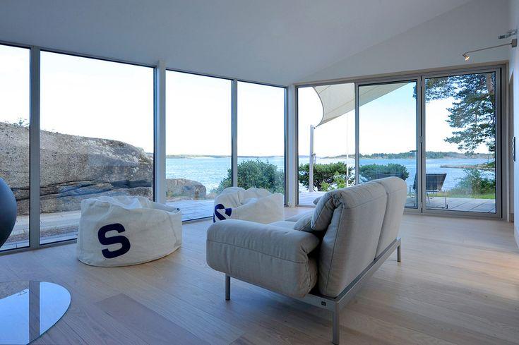 small-seaside-cabin-clad-aluminum-12-living.jpg