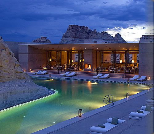 Amangiri (peaceful mountain) is located on 600 acres in Canyon Point, Southern Utah, close to the border with Arizona. The resort is tucked into a protected valley with sweeping views towards the Grand Staircase – Escalante National Monument.