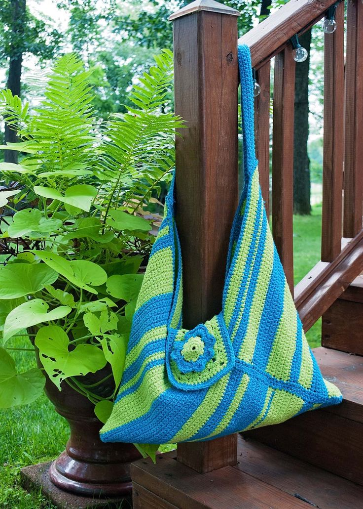 I adapted this market Boho inspired bag from the Masa pattern found on Artemis Attic website. I added a granny square with a floral flourish as a way to close the bag. Not bad for first try.