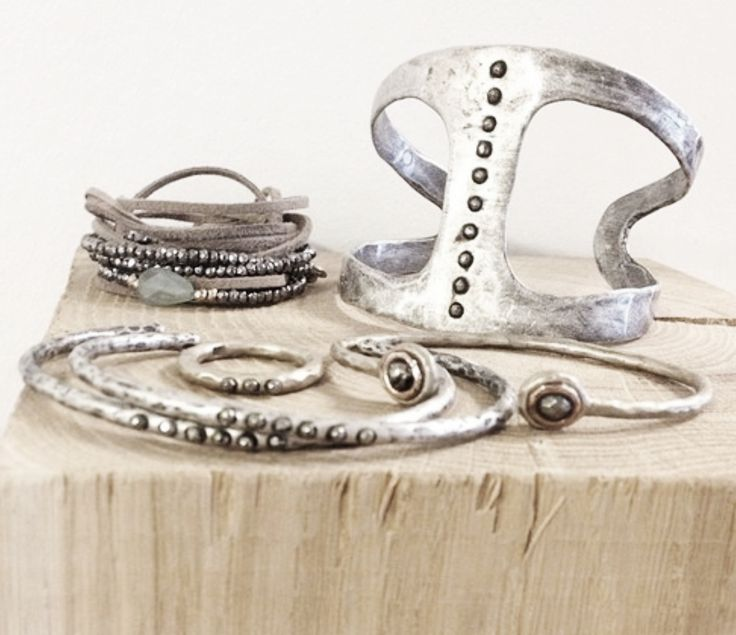Jewelry | Jewellery | ジュエリー | Bijoux | Gioielli | Joyas | Art | Arte | Création Artistique | Artisan | Precious Metals | Jewels | Settings | Textures | ☆