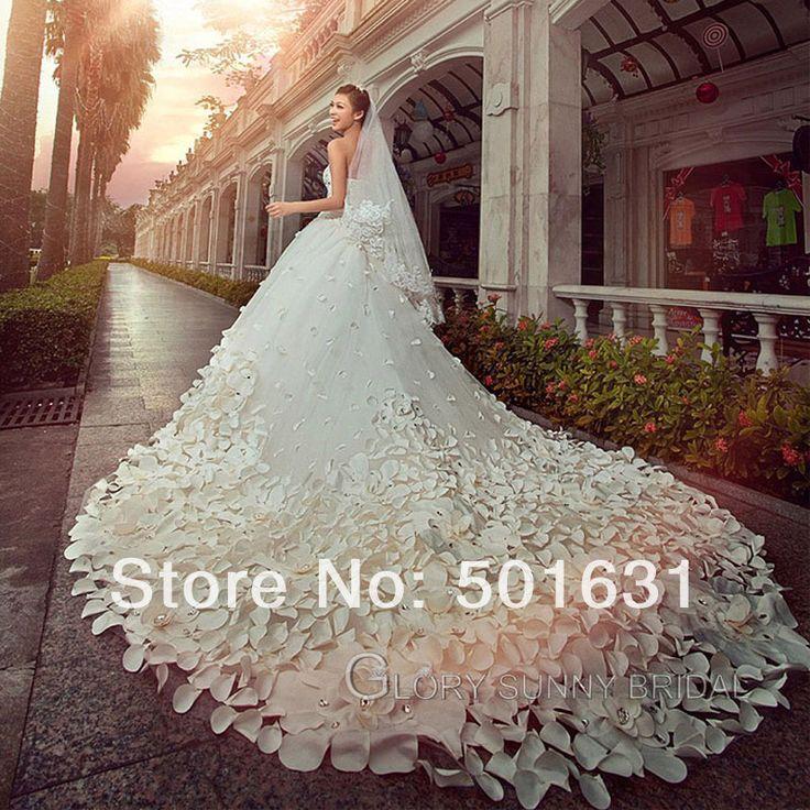 De luxe en tulle doux main fleur romantique, robe de mariée royale.Longueur du traine est plus 2.50 mètres et embelli avec 1000 fleur à la main.  Rdv sur aliexpress.com