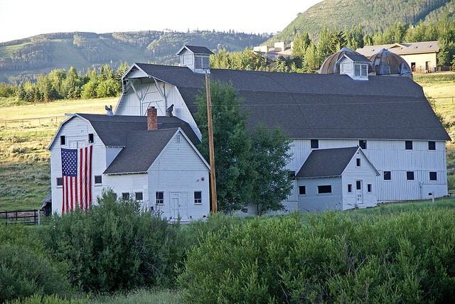 Barn in Utah: Barns Art, Farms House, Beauty Barns, American Flags, Beauty Farms, Beautiful Barns, Parks Cities Utah, Farms Life, Huge Barns