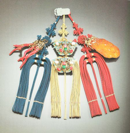 "The ""nakjibal daesamjak norigae"" or the a large pendant with triple ornaments with octopus tassels made by Shim Young-mi."