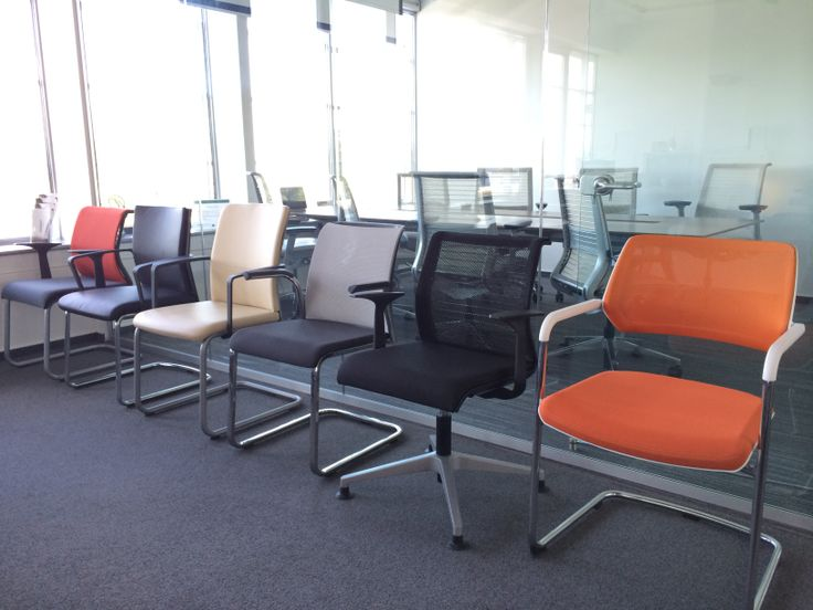 konferenčné stoličky mnohých variácií