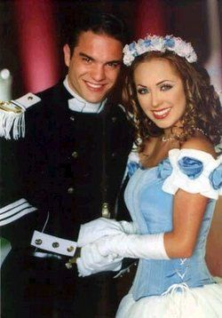 Primer amor..... 1000 por Hora. Started watching this novela. So old. #anahi #kunobecker
