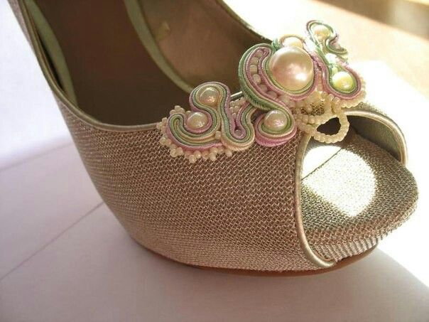 .Adorno para zapatos en soutache.