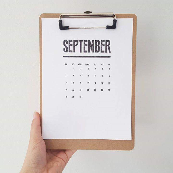 DIY - clipboard easel calendar